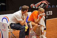 April 15, 2015, Netherlands, Den Bosch, Maaspoort, Fedcup Netherlands-Australia, Training session Dutch team, Arantxa Rus and Captain Paul Haarhuis<br /> Photo: Tennisimages/Henk Koster