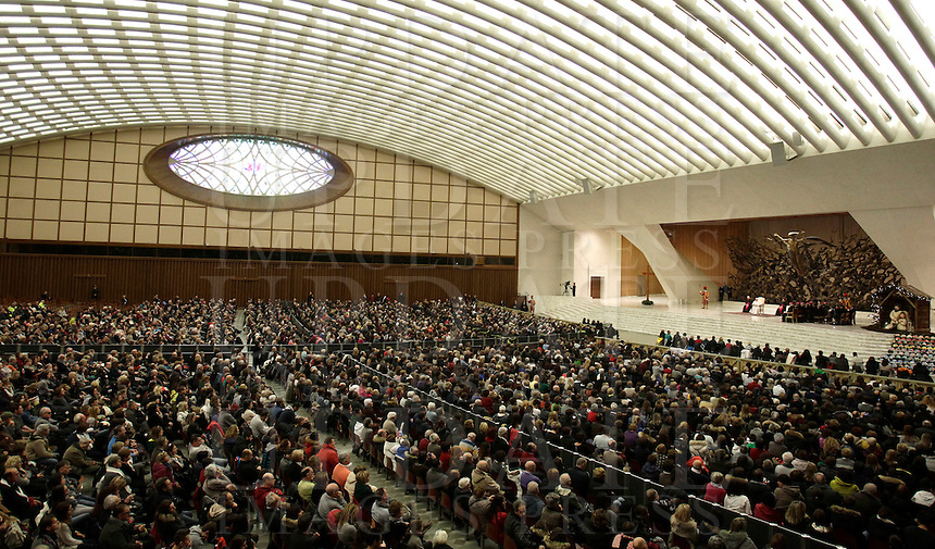 Papa Francesco tiene un'udienza speciale con le vittime del terremoto che ha colpito l'Italia centrale in Aula Paolo VI, Città del Vaticano, 5 gennaio 2017.<br /> Pope Francis leads a special audience with residents of the areas of central Italy hit by earthquakes in Paul Vi Hall at Vatican, on January 5, 2017.<br /> UPDATE IMAGES PRESS/Isabella Bonotto<br /> <br /> STRICTLY ONLY FOR EDITORIAL USE Papa Francesco tiene un'udienza speciale con le vittime del terremoto che ha colpito l'Italia centrale in Aula Paolo VI, Città del Vaticano, 5 gennaio 2017.<br /> Pope Francis leads a special audience with residents of the areas of central Italy hit by earthquakes in Paul Vi Hall at Vatican, on January 5, 2017.<br /> UPDATE IMAGES PRESS/Isabella Bonotto