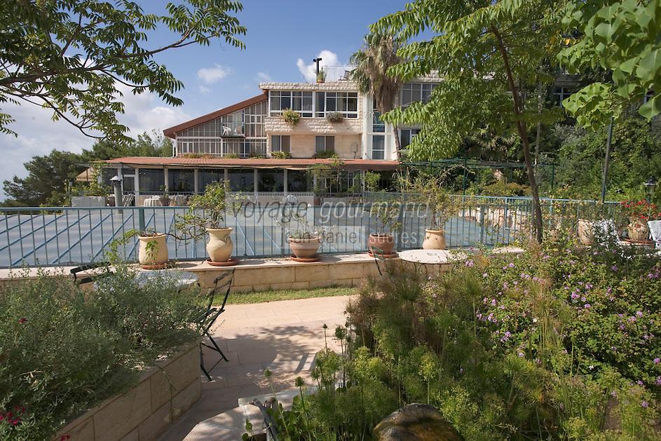 """Asie/Israël/Galilée/Rosh Pina/Safed: Hotel Restaurant """"Mizpe Hayamim"""" avec sa ferme bio créé par le docteur Yaros Yaroshlavsky dans les années 60 -les terrasses du batiment"""