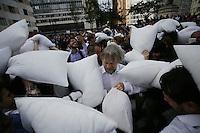 """BOGOTA - COLOMBIA, 19-05-2016: """"La Guerra de Almohadas"""" fue el evento simbólico que lideró el dirigente político colombiano Antanas Mockus como apoyo a la paz. La actividad se llevó a cabo en la emblemática Plazoleta de El Rosario, en el centro de Bogotá, en donde fue acompañado por unas 300 personas que por varios minutos se pegaron con cojines. / """"The Pillow Fight"""" was the symbolic event that led Colombian political leader Antanas Mockus as paece support in Colombia. The activity was held at emblematic Square of Rosario, downtown of Bogota,  where was accompanied by about 300 people that for few minutes were rattling against each with cushions. Photo: VizzorImage/ Ivan Valencia /Cont"""