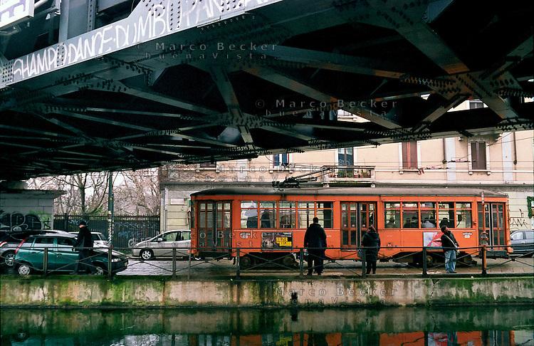 Milano, quartiere S. Cristoforo. Ponte del passante ferroviario sopra il Naviglio Grande --- Milan, S. Cristoforo district. The bridge of the suburban railway over the Naviglio Grande channel