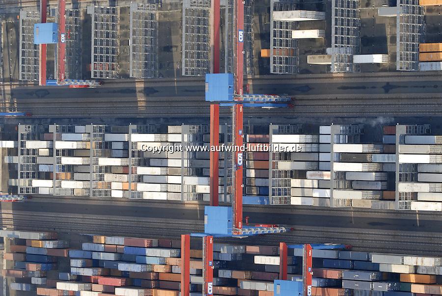 4415/CTA: EUROPA, DEUTSCHLAND, HAMBURG  22.01.2006 CTA, Container Terminal Altenwerder. Double Rail Mounted Gantry Cranes (DRMG).Die automatisch betriebenen Krane bedienen die Lagerblöcke auf Schienen. Sie können unter/übereinander fahren und so unabhängig voneinander den Block bedienen. Kuehlcontainer...