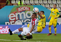 MANIZALES - COLOMBIA, 08-10-2018: Cesar Amaya (Izq) de Once Caldas disputa el balón con Edisson Restrepo (Der) de Leones F.C. por la fecha 13 de Liga Águila II 2018 jugado en el estadio Palogrande de la ciudad de Manizales. / Cesar Amaya (L) player of Once Caldas fights for the ball with Edisson Restrepo (R) player of Leones F.C. during match for the date 13 of the Aguila League II 2018 played at Palogrande stadium in Manizales city. Photo: VizzorImage / Santiago Osorio / Cont