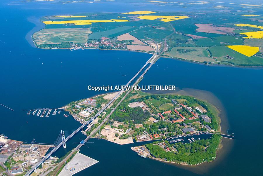 Strelasundquerung : EUROPA, DEUTSCHLAND, MECKLENBURG VORPOMMERN, STRALSUND; RÜGEN 15.03.2016: Mit dem Begriff Strelasundquerung werden die beiden Brückenverbindungen der Insel Rügen über den Strelasund zum vorpommerschen Festland bei Stralsund, die Rügenbrücke und der Rügendamm sowie die regelmäßig betriebenen Fährverbindungen zwischen Stralsund und Altefähr sowie Stahlbrode und Glewitz bezeichnet.