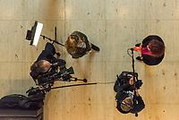 2. Sitzung des Deutschen Bundestag am Dienstag den 21. November 2017.<br /> Im Bild: EIn TV-Team interviewt eine Politikerin.<br /> 21.11.2017, Berlin<br /> Copyright: Christian-Ditsch.de<br /> [Inhaltsveraendernde Manipulation des Fotos nur nach ausdruecklicher Genehmigung des Fotografen. Vereinbarungen ueber Abtretung von Persoenlichkeitsrechten/Model Release der abgebildeten Person/Personen liegen nicht vor. NO MODEL RELEASE! Nur fuer Redaktionelle Zwecke. Don't publish without copyright Christian-Ditsch.de, Veroeffentlichung nur mit Fotografennennung, sowie gegen Honorar, MwSt. und Beleg. Konto: I N G - D i B a, IBAN DE58500105175400192269, BIC INGDDEFFXXX, Kontakt: post@christian-ditsch.de<br /> Bei der Bearbeitung der Dateiinformationen darf die Urheberkennzeichnung in den EXIF- und  IPTC-Daten nicht entfernt werden, diese sind in digitalen Medien nach §95c UrhG rechtlich geschuetzt. Der Urhebervermerk wird gemaess §13 UrhG verlangt.]