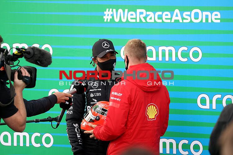 11.10.2020, Nürburgring, Nürburg, Formula 1 Aramco Grosser Preis der Eifel 2020<br /> , im Bild<br />Mick Schumacher überreicht einen Helm von seinem Vater Michael Schumacher an Lewis Hamilton (GB#44), Mercedes-AMG Petronas F1 Team<br /> <br /> Foto © nordphoto / Bratic
