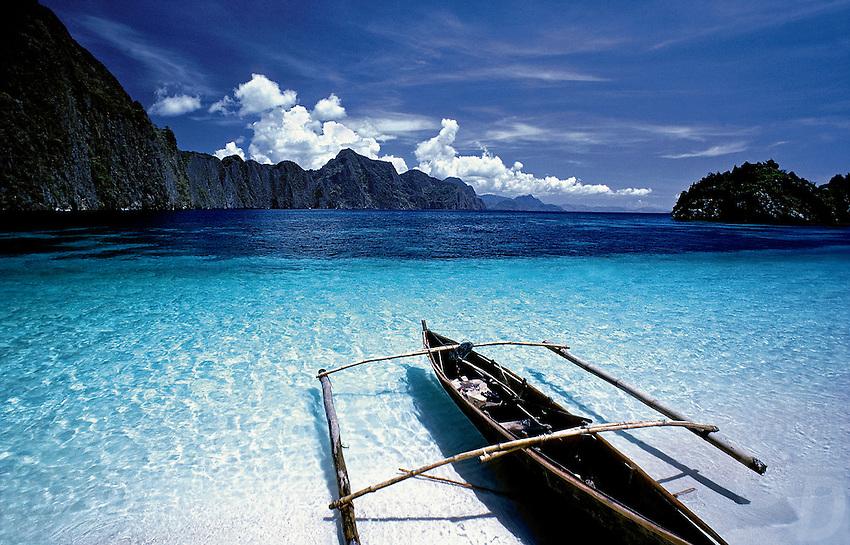 A Tagbanua boat or small Banka at the Limestone Cliffs at Coron Island, Palawan, Philippines