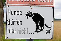 Verbotsschild bei Amorbach im Odenwald, Bayern, Deutschland