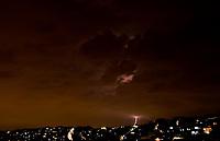 SÃO PAULO, SP, 10.01.2019: Raios em SP: São Paulo é uma das cidades com maior incidência de raios no Brasil, o estado é o maior em número de mortes .  No destaque vista de raios na noite desta quinta - feira (10),  no bairro de Perus zona noroeste da cidade de São Paulo SP . (Foto: Roberto Costa /Código 19).