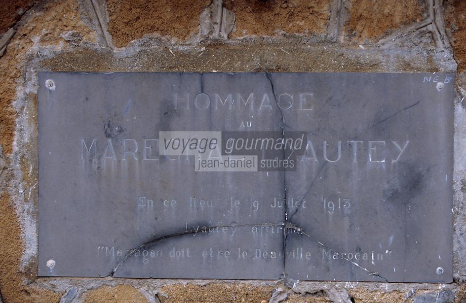 Afrique/Maghreb/Maroc/El-Jadida : Front de mer - Plaque à la mémoire de la venue de Lyautey qui compara la cité à Deauville