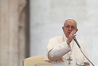 Papa Francesco tiene l'udienza generale del mercoledi' in Piazza San Pietro, Citta' del Vaticano, 26 ottobre 2016.<br /> Pope Francis attends his weekly general audience in St. Peter's Square at the Vatican, 26 October 2016.<br /> UPDATE IMAGES PRESS/Isabella Bonotto<br /> <br /> STRICTLY ONLY FOR EDITORIAL USE
