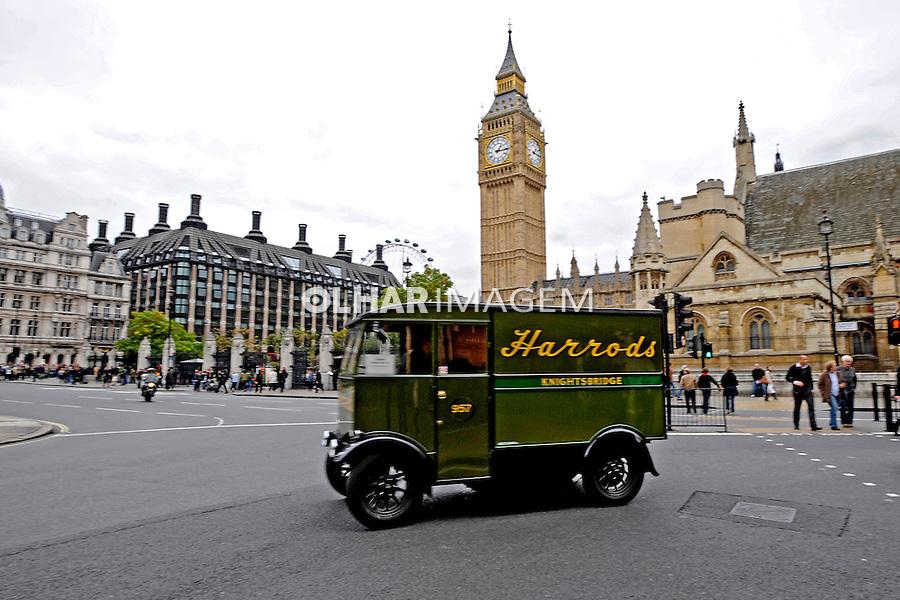 Transporte de mercadorias em Londres. Inglaterra. 2008. Foto de Juca Martins.