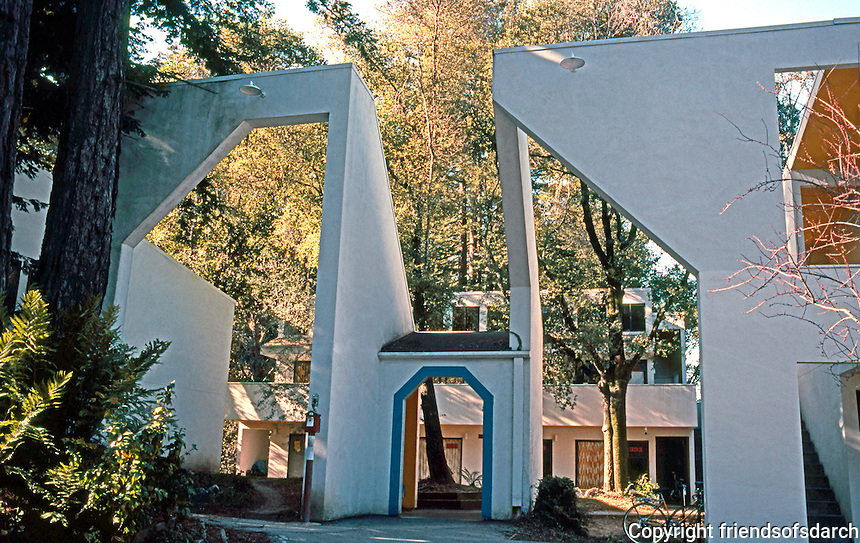 Charles Moore/Turnbull: Kresge College, U.C.S.C. 1971-73.  Photo '83.