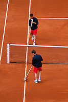 29-05-13, Tennis, France, Paris, Roland Garros, Court maintenance