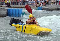 Best of Pappbootrennen 2013 im Kanupark Markkleeberg anlässlich des Wasserfest 2013 - Team Sportive LE . Foto: Norman Rembarz