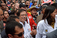 BOGOTÁ -COLOMBIA. 23-04-2014. El restituido alcalde Mayor de Bogotá, Gustavo Petro, durante su recorrido por el centro de la ciudad, hoy 23 de abril de 2014, que terminó en el Palacio de Liévano. Petro había sido retirado de su cargo tras una investigación de la Procuraduría General de la Nacion que también le impusó una inhabilidad para ejercer cargos públicos por 15 años. / The restituted mayor of Bogota, Gustavo Petro, durinh his haul by the downtown streets, today April 15 of 2014, that finished in the Lievano Palace. Petro had been removed from his post after an investigation of General National Attorney that also imposed a disability for 15 years to hold public office. Photo: VizzorImage/ Str