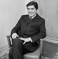 Marc gelinas, auteur de la chanson Emmène-nous à La Ronde La Ronde,   septembre 1965<br /> <br /> PHOTO : Agence Quebec Presse - Photo Moderne