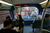 Transporte em ônibus duplo. Londres. Inglaterra. 2008. Foto de Juca Martins.