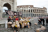 Studenti abbattono un muro di scatoloni durante un flash mob per protestare contro la riforma Gelmini e i tagli, di fronte all'Arco di Costantino, Roma, 29 novembre 2010..Students pull down a wall of carton boxes during a flash mob to protest against the government proposed university reform, in front of the Constantine Arch in Rome, 29 november 2010..UPDATE IMAGES PRESS/Riccardo De Luca
