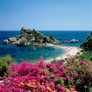 Italy, Sicily, view from Taormina at Isola Bella | Italien, Sizilien, Taormina: Isola Bella