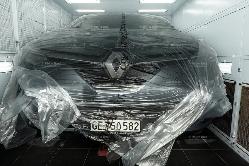 """Switzerland. Canton Geneva. Plan-les-Ouates. Renault Retail Group, RRG Suisse. """"Spot-repair"""" by Dells Angels. Renault Clio car inside a paint booth in auto body repair garage. 4.03.2020 © 2020 Didier Ruef"""