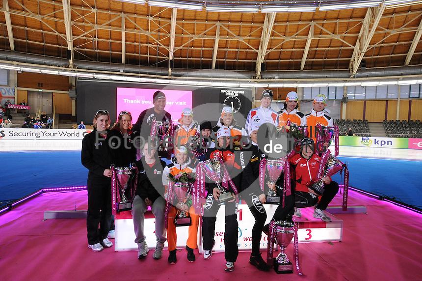SCHAATSEN: BERLIJN: Sportforum, Essent ISU World Cup Speed Skating | The Final, 11-03-2012, Winners World Cup 2011-2012, Brittany Schussler (CAN), Cindy Klassen (CAN), Kali Christ (CAN), Shani Davis (USA), Koen Verweij (NED), Mariska Huisman (NED), Martina Sáblíková (CZE), Kjeld Nuis (NED), Jing Yu (CHN), Tae-Bum Mo (KOR), Alexis Contin (FRA), Christine Nesbitt (CAN), Bob de Jong (NED), Douwe de Vries (NED), Håvard Bøkko, ©foto Martin de Jong