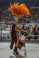 SAO PAULO, SP, 23/02/2020 - Carnaval 2020 -SP- Carnaval 2020, Aline Oliveira Rainha de Bateria da Escola de Samba Mocidade Alegre pelo segundo dia de Carnaval do grupo especial, no Sambodromo do Anhembi em Sao Paulo, SP, nesta domingo (23). (Foto: Marivaldo Oliveira/Codigo 19/Codigo 19)