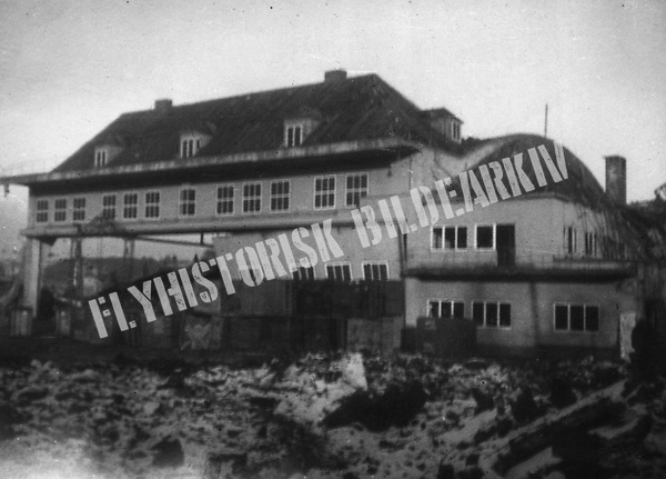 Kjeller flyplass etter alliert bombing 18. november 1943<br /> <br /> Foto: Arvid Johan Olsen