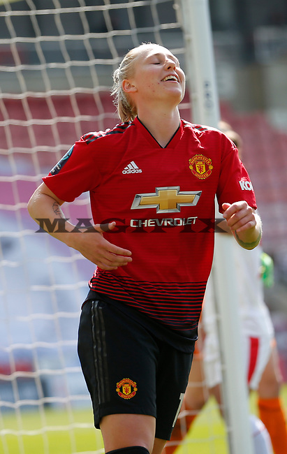 Leah Galton of Manchester United Women cele on her goal in the 1st half