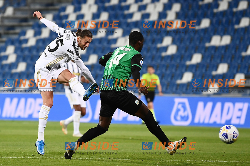 Adrien Rabiot of Juventus FC scores the goal of 0-1 during the Serie A football match between US Sassuolo and Juventus FC at Citta del Tricolore stadium in Reggio Emilia (Italy), May 2nd 2021. Photo Image Sport / Insidefoto