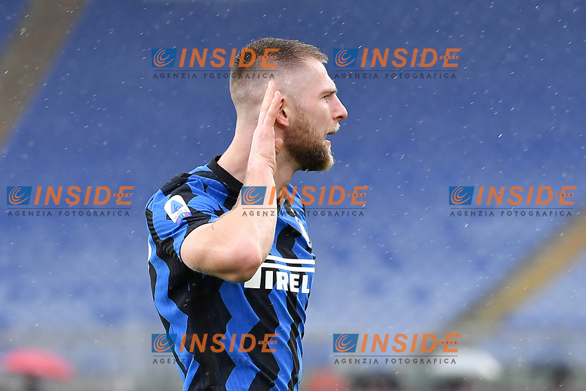 Milan Skriniar of Inter celebrates after scoring the 1-1 goal during the Serie A football match between AS Roma and FC Internazionale at Olimpico stadium in Roma (Italy), January 10th, 2021. Photo Andrea Staccioli / Insidefoto