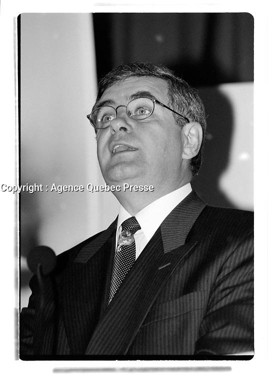 Jacques Duchesneau<br /> lors des elections municipales de 1998<br /> (date exacte inconnnue)<br /> <br /> PHOTO :  Agence Quebec Presse<br /> <br /> Nouveau scan couleur a venir