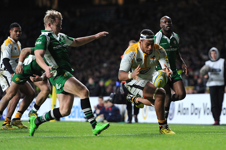 Nathan Hughes of Wasps touches down but has his try disallowed for a knock on during the Premiership Rugby match between London Irish and Wasps - 28/11/2015 - Twickenham Stadium, London<br /> Mandatory Credit: Rob Munro/Stewart Communications