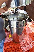 Cuve de récupération du miel avant mise en bouteille (Christelle Appaganou, apicultrice à Bourail)