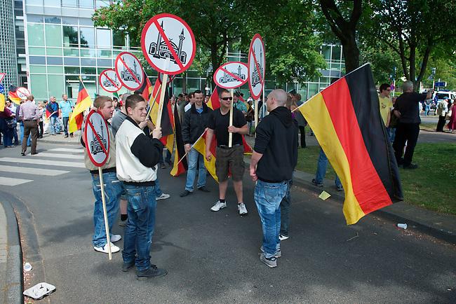 """""""Marsch fuer die Freiheit"""" von Pro Koeln und Pro-NRW.<br /> Etwa 300 Rechtspopulisten kamen am Samstag den 7. Mai 2011 aus deutschland, Italien, Belgien ind Frankreich zu einem sog. """"Marsch fuer die Feiheit"""" nach Koeln zu dem die Rechtspopulisten von Pro Koeln und Pro-NRW sowie die rechtsextremen Republikaner aufgerufen hatten. Mit der Demonstration sollte gegen eine angebliche Islamisierung Europas protestiert werden. Die Demonstration wurde von lautstarken Protesten begleitet und musste nach einer Zwischenkundgebung wegen verschiedener Sitzblockaden durch koelner Buerger und diverse antifaschistische Gruppen abgebrochen werden.<br /> 7.5.2011, Koeln<br /> Foto: Christian-Ditsch.de<br /> [Inhaltsveraendernde Manipulation des Fotos nur nach ausdruecklicher Genehmigung des Fotografen. Vereinbarungen ueber Abtretung von Persoenlichkeitsrechten/Model Release der abgebildeten Person/Personen liegen nicht vor. NO MODEL RELEASE! Don't publish without copyright Christian-Ditsch.de, Veroeffentlichung nur mit Fotografennennung, sowie gegen Honorar, MwSt. und Beleg. Konto:, I N G - D i B a, IBAN DE58500105175400192269, BIC INGDDEFFXXX, Kontakt: post@christian-ditsch.de]"""