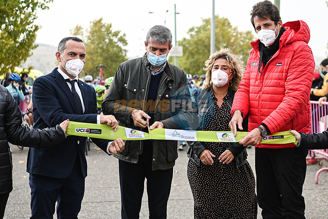 Cutting the ribbon before the start of Stage 1 of the CERATIZIT Challenge by La Vuelta 2020, running 82.8km from Toledo to Escalona, Spain. 6th November 2020.<br /> Picture: Antonio Baixauli López/BaixauliStudio | Cyclefile<br /> <br /> All photos usage must carry mandatory copyright credit (© Cyclefile | Antonio Baixauli López/BaixauliStudio)