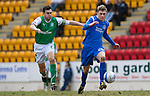 St Johnstone v Hibs....05.03.11 .Murray Davidson is tracked by Ian Murray.Picture by Graeme Hart..Copyright Perthshire Picture Agency.Tel: 01738 623350  Mobile: 07990 594431
