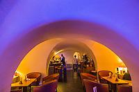 France, Haute-Savoie (74), Talloires: Hôtel-Restaurant: L'Abbaye de Talloires, le bar dans les anciennes caves // France, Haute Savoie, Talloires:  Hôtel-Restaurant: L'Abbaye de Talloires, the bar in the old cellars