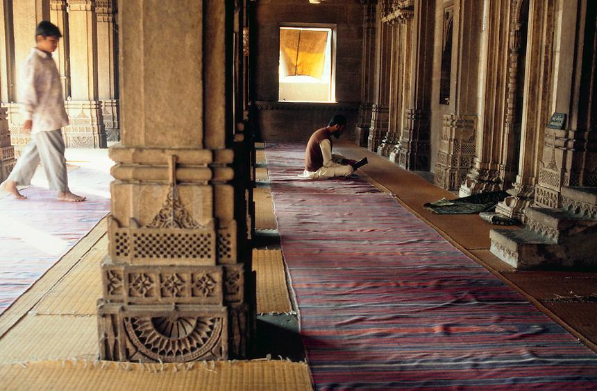 Worshippers at prayer in the Rani Sipri (Sabrai) mosque. Ahmedabad, India.