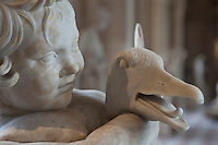 Parigi Museo del Louvre   ragazzo con l'oca statua in marmo I  II sec d.C. arte romana, villa dei Quintilii