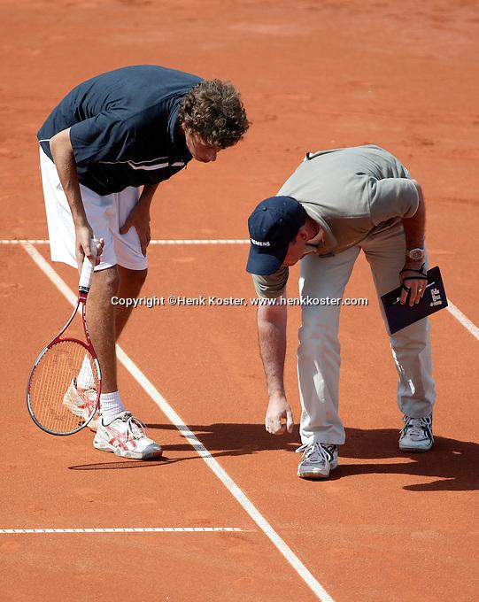 14-7-06,Scheveningen, Siemens Open, quarter finals, Haase in discussion with the umpire