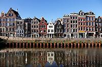 Nederland  Amsterdam - 2020.   Er wordt gewerkt aan de kades. De bomen zijn verwijderd. Foto : ANP/ HH / Berlinda van Dam