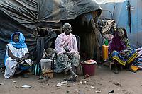 MALI, Bamako, IDP camp Flüchtlingslager Niamana, Peulh Fluechtlinge aus der Region Mopti, zwischen den Ethnien Peul und Dogon kam es in der Region Mopti zu gewaltsamen Auseinandersetzungen