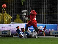BOGOTA - COLOMBIA - 11 - 03 - 2017: Harold Mosquera (Izq.), jugador de Millonarios, anota gol a Carlos Bejarano (Der.), portero de America, durante partido de la fecha 9 entre Millonarios y America de Cali, por la Liga Aguila I-2017, jugado en el estadio Nemesio Camacho El Campin de la ciudad de Bogota. / Harold Mosquera (L) player of Millonarios scored a goal to Carlos Bejarano (C), goalkeeper of America, during a match between Millonarios and America de Cali, of the date 9 for the Liga Aguila I-2017 played at the Nemesio Camacho El Campin Stadium in Bogota city, Photo: VizzorImage / Luis Ramirez / Staff.