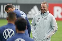 Bundestrainer Hansi Flick (Deutschland Germany) lacht mit seinen Spielern und hat Spass - Stuttgart 31.08.2021: Training der Deutschen Nationalmannschaft, Gazi Stadion Stuttgart