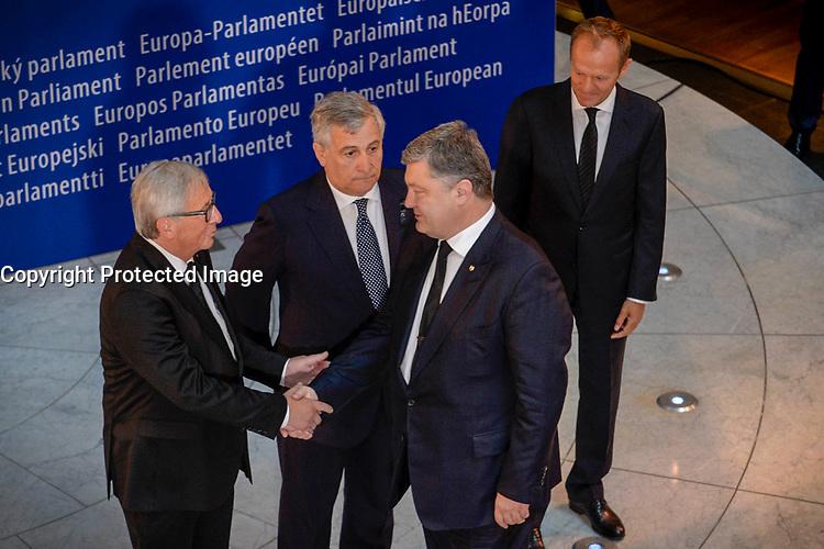 European Ceremony of Honour for Dr. Helmut KOHL - Jean-Claude JUNCKER, EP President, Antonio TAJANI, EP President, Petro POROSHENKO, President of Ukraine, and Donald TUSK, President of the European Council (from left to right) # CEREMONIE D'HOMMAGE A HELMUT KOHL AU PARLEMENT EUROPEEN