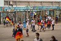 Deutsche Fans<br /> - Muenchen 23.06.2021: Deutschland vs. Ungarn, Allianz Arena Muenchen, Euro2020, emonline, emspor, <br /> <br /> Foto: Marc Schueler/Sportpics.de<br /> Nur für journalistische Zwecke. Only for editorial use. (DFL/DFB REGULATIONS PROHIBIT ANY USE OF PHOTOGRAPHS as IMAGE SEQUENCES and/or QUASI-VIDEO)