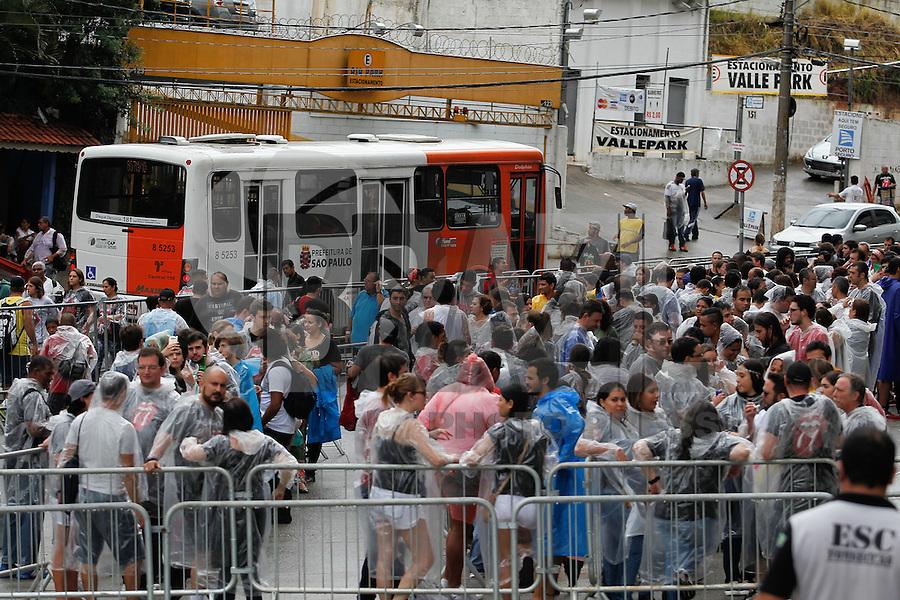 SÃO PAULO,SP, 24.02.2016 - ROLLING-STONES - Fãs fazem filas a espera do show da banda Rolling Stones, que acontece nesta quarta-feira (24) no estádio do Morumbi, na região Sul da capital paulista. (Foto: Douglas Pingituro/Brazil Photo Press)