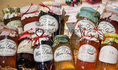 Deutschland, Rheinland-Pfalz, Moseltal: lokale Spezialitaeten - Weingelee | Germany, Rhineland-Palatinate, Moselle Valley: local specialities - wine jelly