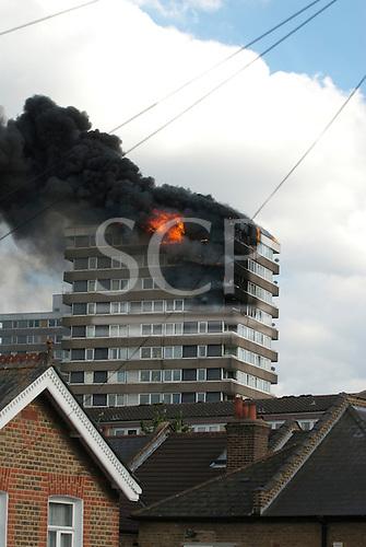 Cambridge Estate, Kingston upon Thames. Fire on Cambridge Estate council estate, 12th July 2010. Photos copyright Sue Cunningham.